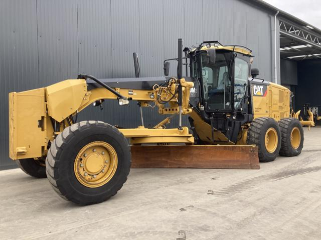 Caterpillar — 140M2 AWD